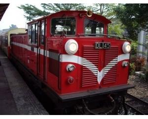 暑假上阿里山森铁邮轮列车亲山、亲水、轻旅行