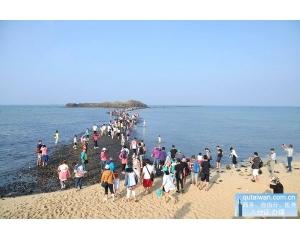 端午节澎湖岛没看到摩西分海,只看到人龙分海