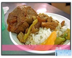 台中有名小吃山河鲁肉饭对比李海鲁肉饭口味