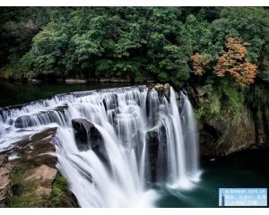 新北市十分瀑布气势辉弘、声势浩大被称为台湾尼加拉瀑布