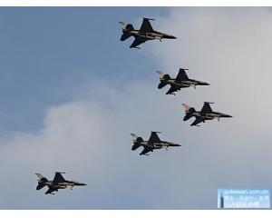 主要看气质!台东2016跨年迎曙光邀请空军F16战斗机来助兴出演