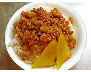 台北嘉义鸡肉卤肉饭卤汁加入豆腐乳,浓郁香醇的酱汁