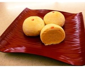 台北犁记招牌小吃绿豆饼香味从酥酥的饼皮中散发出来