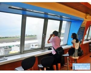 高雄小港机场飞机观景台一窥铁鸟展翅高空
