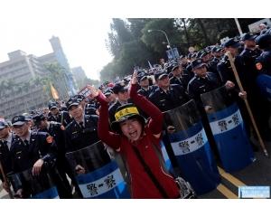 蔡英文年金改革案细则出台引起台湾公务员、军