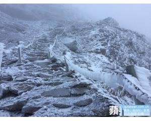 台湾玉山降雪啦一片雪白景象美不胜收